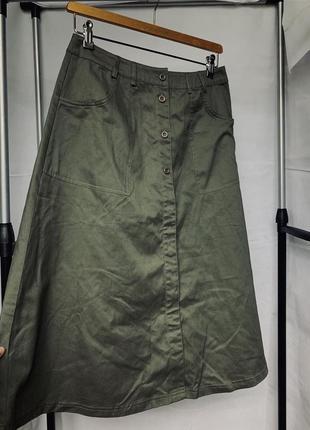 Стильная юбка миди на пуговицах