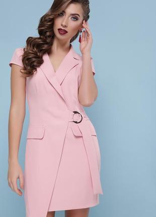 Нежно-персиковое платье-пиджак на запах