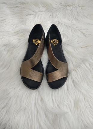 Кожаные босоножки туфли открытие