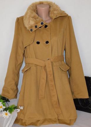 Брендовое демисезонное пальто с меховым воротником и поясом xian4 фото