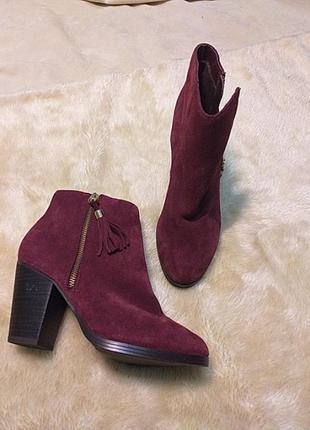 Вишневі замшеві черевички