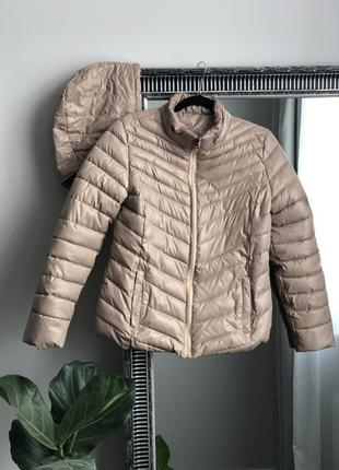 Красивая,стильная бежевая куртка