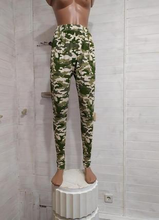 Классные повседневные брюки на рост 158-164 см