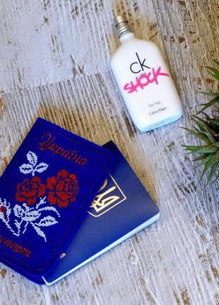Обложка на паспорт синяя с вышивкой крестиком роза