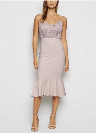 Коктейльное платье с кружевом и оборкой рыбий хвост