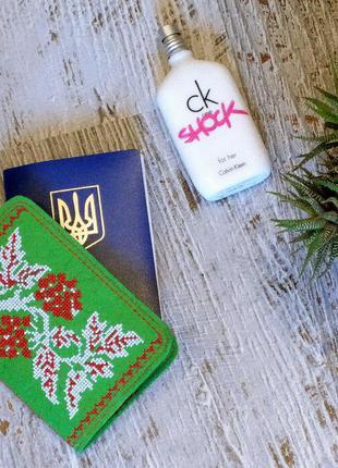 Обложка на паспорт зеленая с вышивкой крестиком калина