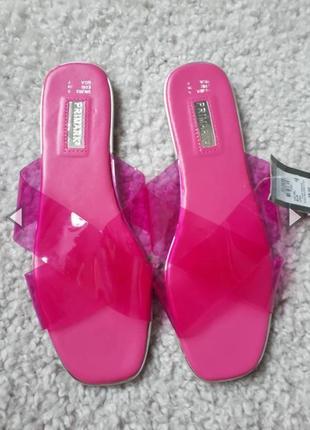 Розовые шлепанцы с прозрачным силиконовым верхом