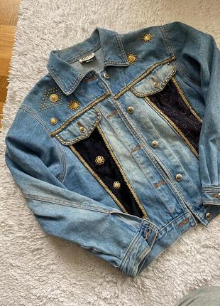 Куртка джинсовая , гламурная , фирменная.