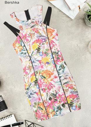 Обтягивающее платье в цветочный принт bershka