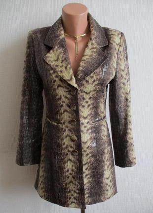 Удлиненный пиджак змеиный принт