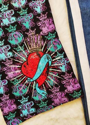 Натуральная цветная футболка с принтом рисунком коронами стразами сердцем унисекс5 фото
