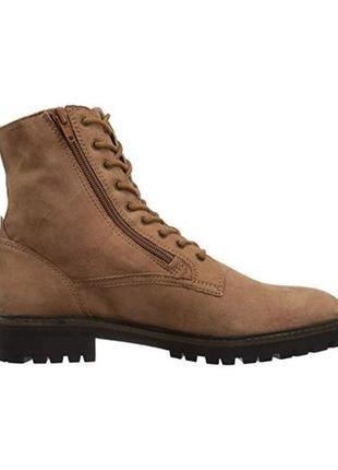 Модные стильные замшевые бежевые ботинки
