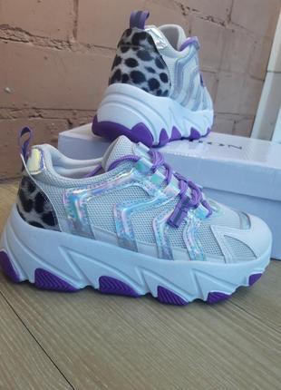 Женские кроссовки с яркими вставками / носочки в подарок.