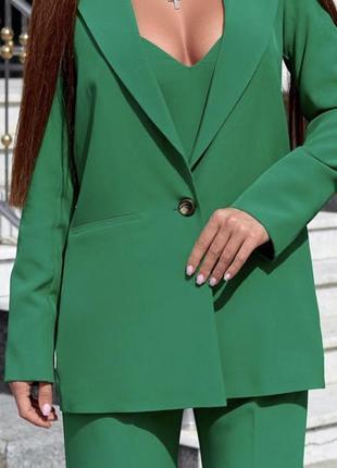 Ярко зелёный брючный костюм тройка