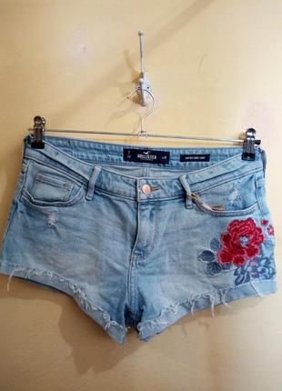 Hollister  джинсовые  шорты с вышивкой w 28
