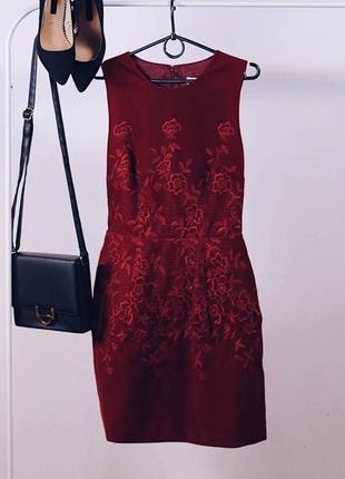 Червоне бархатне плаття, декороване квітами asos