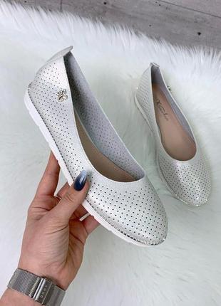 Новые шикарные женские серебристые туфли балетки