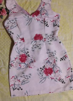 Очаровательное платье в цветах