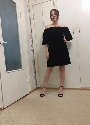 Маленькое черное велюровое платье от river island