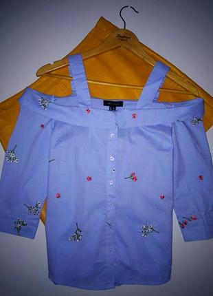 Стилтная рубашка в полоску открытые плечи  с красивой вышивкой.😚