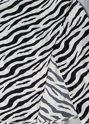 Prettylittlething ветровка/накидка зебра2 фото