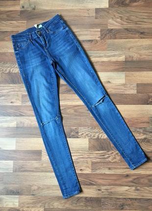 Классные джинсы с рваностями topshop