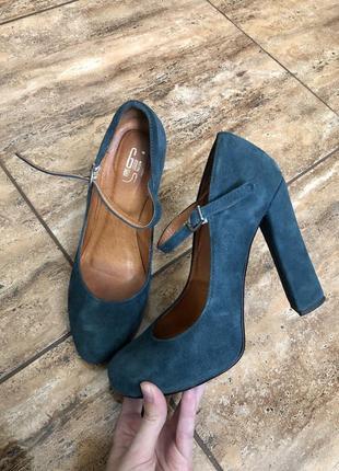 Натуральні туфлі