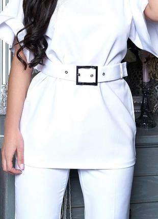 Белый костюм с поясом
