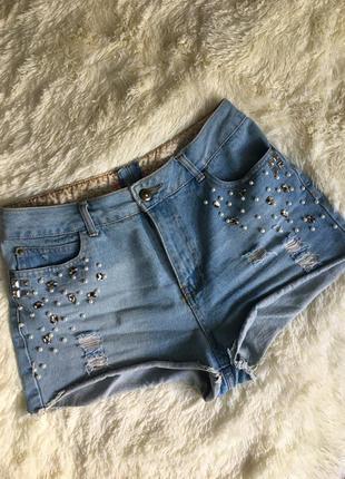 Трендовые джинсовые шорты