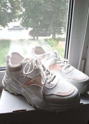 Новые кроссовки на лето-осень