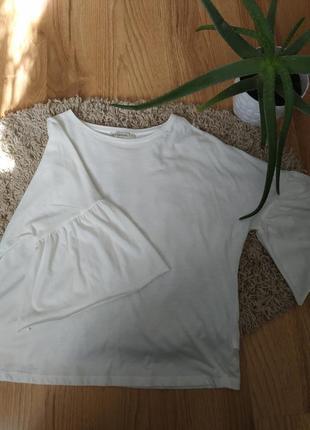 Красивая блуза с рюшами на рукавах