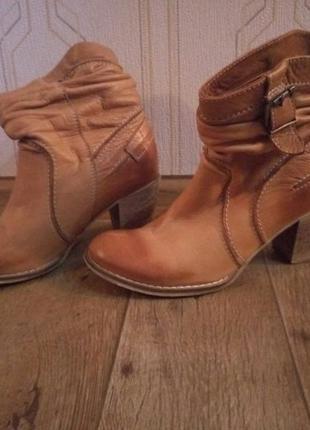 Кожаные рыжие ботинки сапожки
