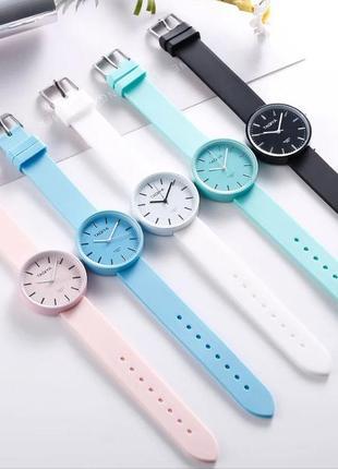 Силиконовые женские часы.
