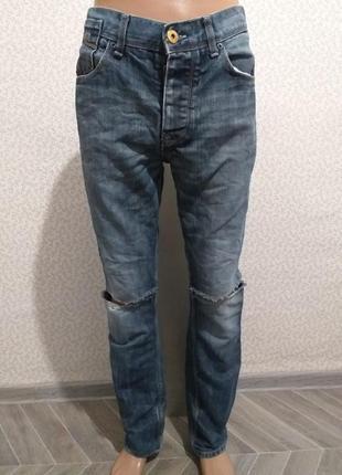 Цена снижена. рваные джинсы.