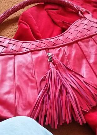 Красная сумка с кисточками