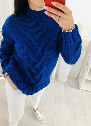 Объёмный свитер с косами синий ультрамарин