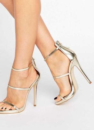 Золотые босоножки на каблуке public desire