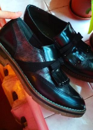Шикарные фирменные туфли