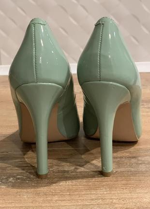 Туфли лодочки лаковые  мятного оттенка на каблуке кожаные3 фото