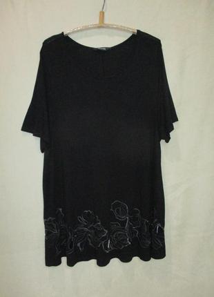 Трикотажная удлинённая футболка-туника с вышивкой по низу