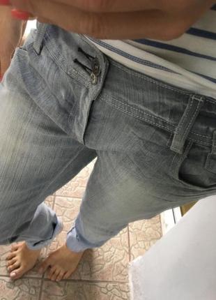 Серые джинсы terranova
