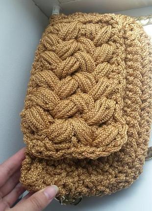 Класнючий плетений клатч
