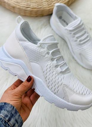 Крутые кроссовки текстильные белые
