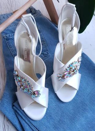 Белые сатиновые босоножки asos