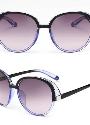 Крупные круглые черно-синие очки с боковой защитой и градиентной серой линзой