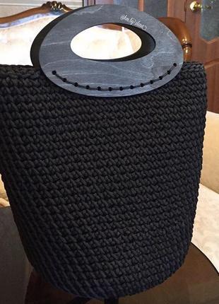 Чёрная вязаная  сумка с деревянными ручками