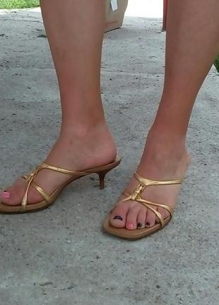 Босоножки золотые prada широкий носок