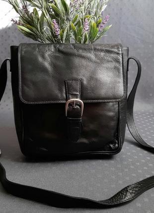 Кожаная красивая чёрная сумка на длинном ремешке genuine leather