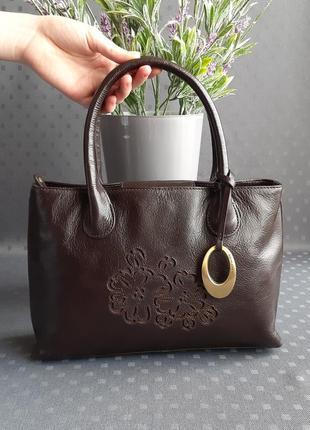 Кожаная красивая коричневая сумка фирмы john rocha в новом состоянии
