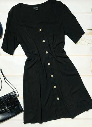 Стильное платье-халат шведского бренда monki